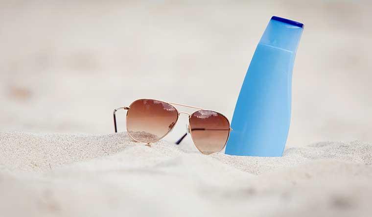sonnenmilch-und-sonnenbrille